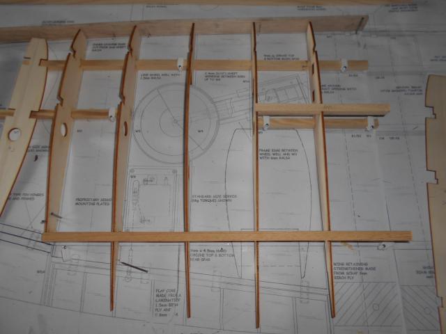 constrution de l'aile de mon future spitfire (d'aprés plans